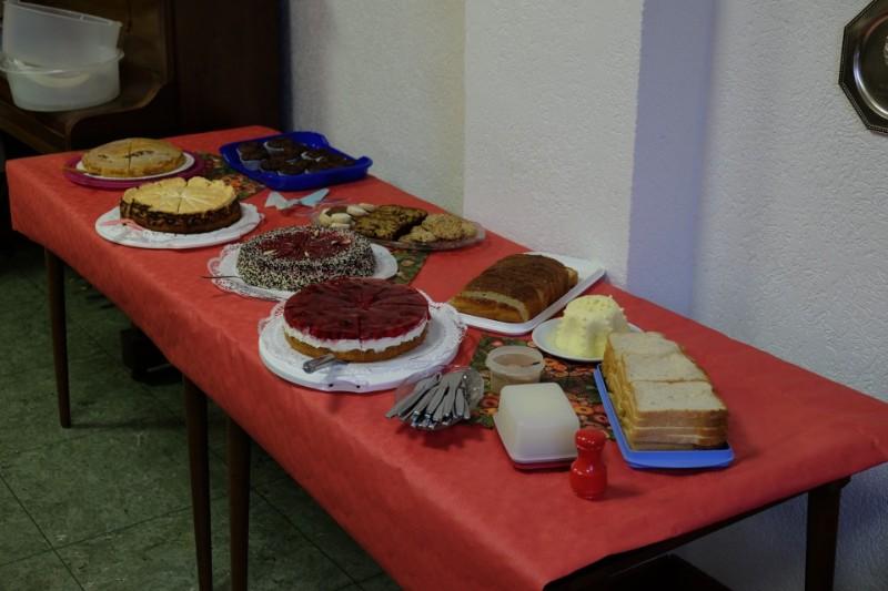 Das Kuchenbuffet noch unvollendet